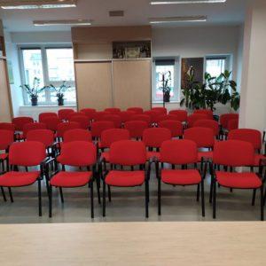 Zdjęcie przedstawia wnętrze sali szkoleniowej