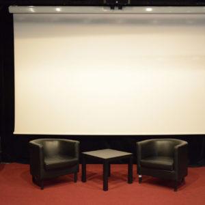 Zdjęcie przedstawia scenę na sali kameralnej
