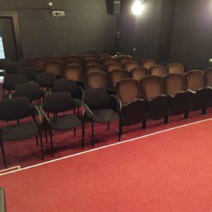 Zdjęcie przedstawia pustą widownię sali kameralnej