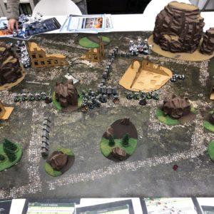 Zdjęcie przedstawia makietę pochodzącą z planszowej gry strategicznej w stylu fantasy