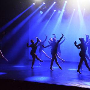 Zdjęcie przedstawia tańczące tancerki