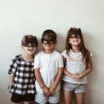 Zdjęcie przedstawia trójkę dzieci w maskach Batmana