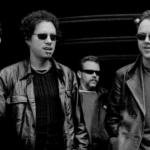 Czarno-białe zdjęcie przedstawia zespół muzyczny Metallica